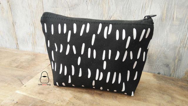 pouch warna motif